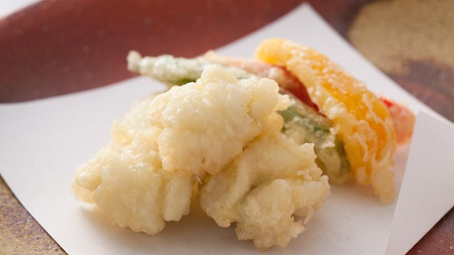 """食べた瞬間口の中に旨みが広がる""""鱧の天ぷら""""はサクサクの衣と相性抜群≪料理イメージ≫"""