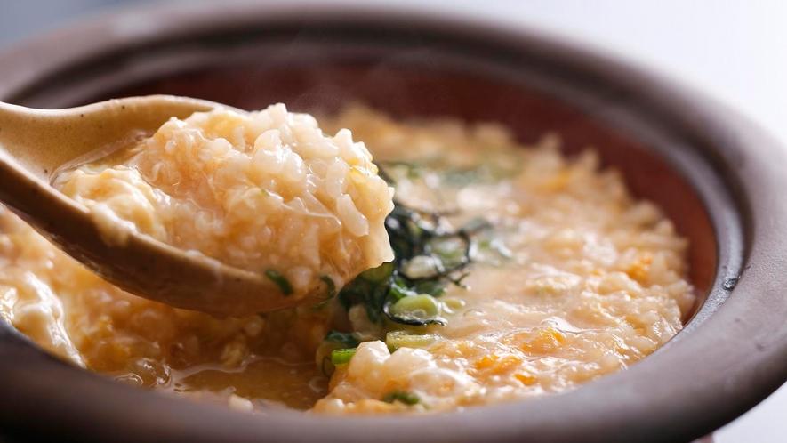 コースの最後はダシの旨みがしみ込んだ「ふぐ雑炊」で締めくくり≪料理イメージ≫