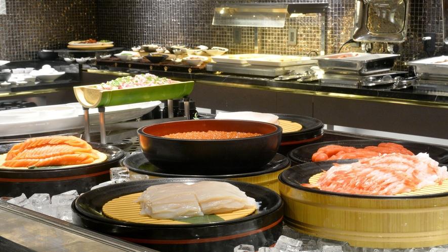 【朝食ビュッフェ】海鮮コーナーでは、いか、いくら、サーモン、甘えび、ネギトロ、たらこをご用意