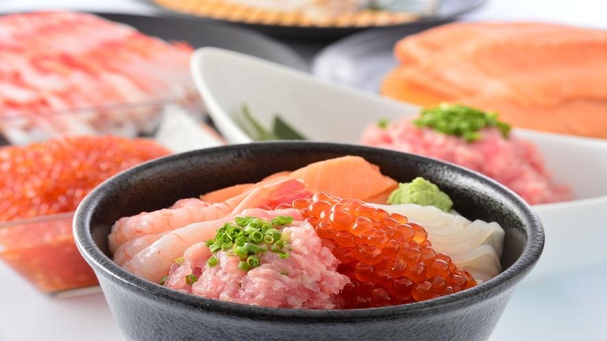 【朝食ビュッフェ】海鮮丼用の酢飯もご用意!お好みのネタでオリジナル丼を