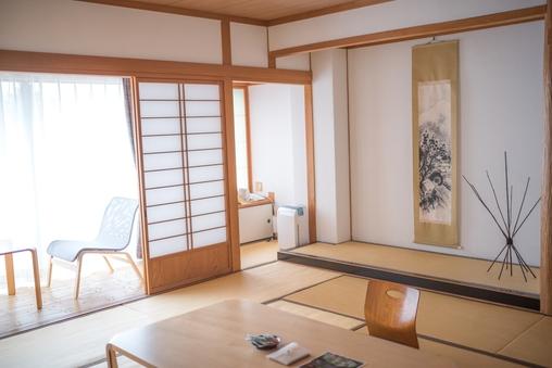 白を基調としたシンプルで快適な『本館 和室』無料Wi-Fi