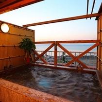 2014年10月海が見える夕方貸切露天