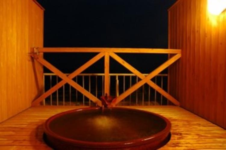 ⑥陽光の湯(信楽焼の陶器風呂)