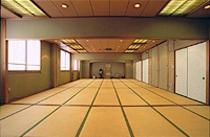 結納・法事・商談・お茶会など色々な用途にご利用頂ける和室のお部屋を御用意いたしております。