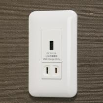 ベッド近くのUSBコンセントで、タブレットやスマホの充電もラクラク♪