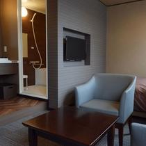 【リニューアルフロア_DXダブル】バストイレ別の独立洗面台付。広々!23平米。