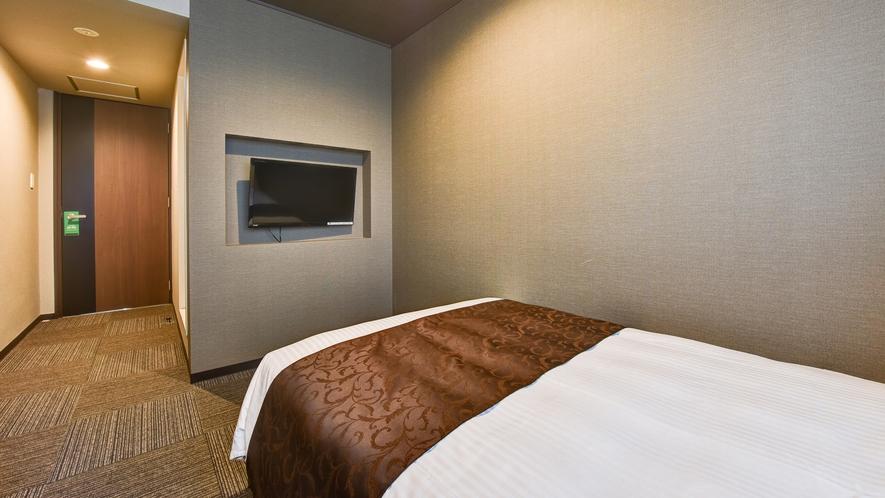*【スタンダードセミダブル】14平米のお部屋。テレビ、エアコンも完備しております。