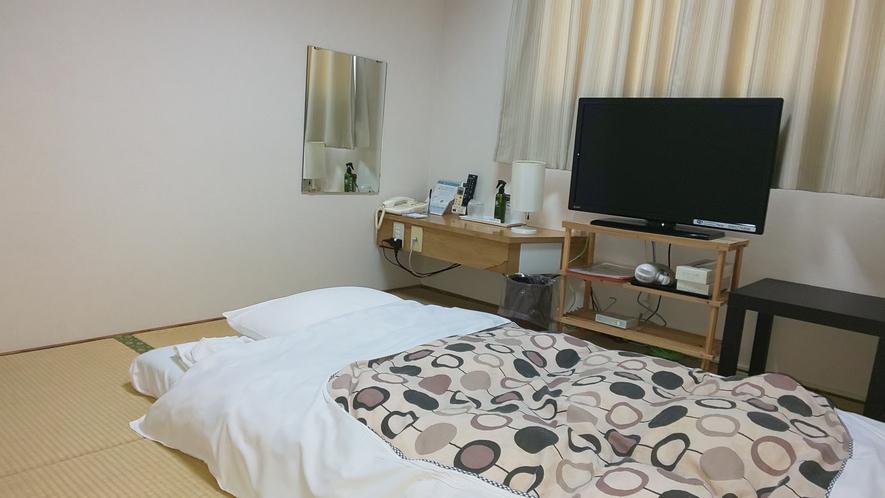 和室4.5畳のお部屋。旧式のお部屋タイプですがその分お得に宿泊いただけます。
