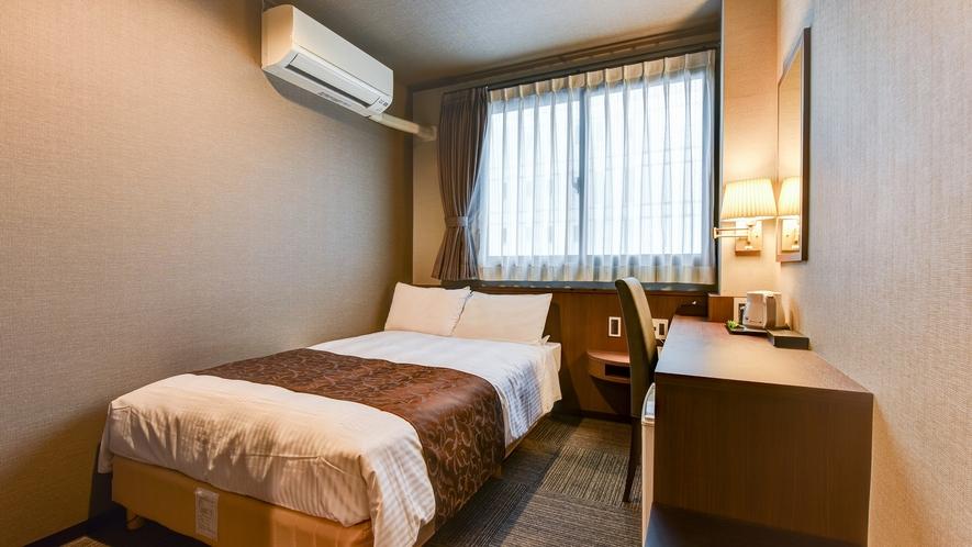 *【スタンダードセミダブル】茶色を基調とした落ち着きのあるデザイン性を併せ持つ客室