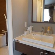 【リニューアルフロア_客室一例】お風呂は広々&温度調整も楽々!サーモスタット式水栓。