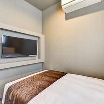 *【スーペリアシングル】10.5平米のお部屋。テレビ、エアコンも完備しております。