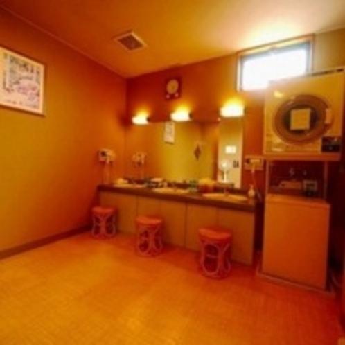 コインランドリーは共用スペースのほかに大浴場施設内にもございます