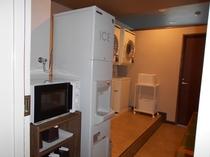 ランドリールーム(日中ご利用OK ~23:00まで)電子レンジと製氷機を常設