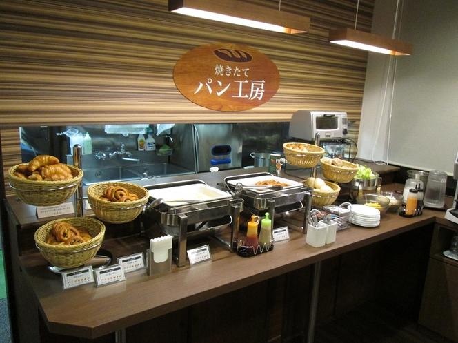 モーニングカフェ 焼きたてパン工房(6:00~9:00)