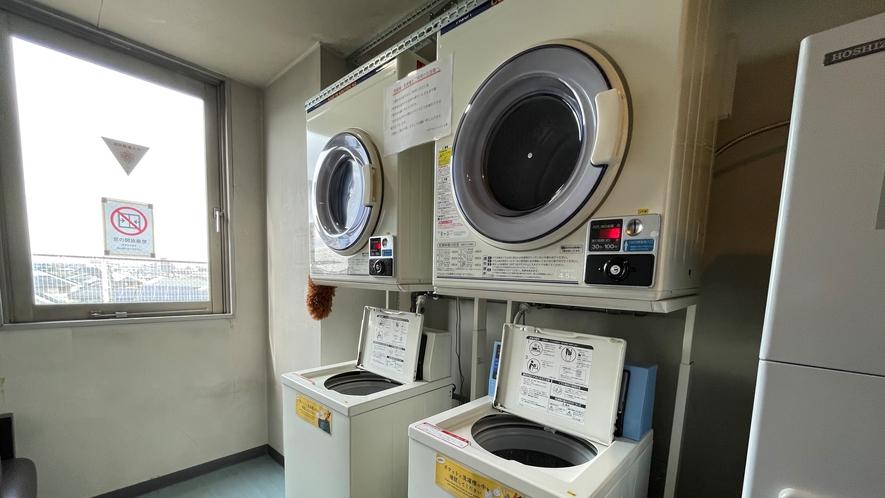 【洗濯機&乾燥機】4階に2台ずつご用意しております。