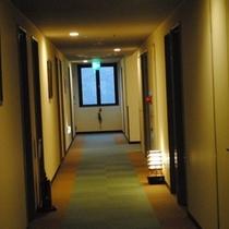 館内廊下の灯り