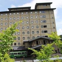 ☆ホテル外観(エントランス前送迎バス)