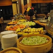 ◆バイキング朝食(ボリューム満点)