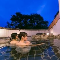 豊富な湯量が自慢の天然温泉も当施設の魅力の一つです。
