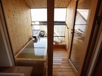 【KURA05】2階はヒノキ風呂で源泉かけ流しの温泉と眺めを独占