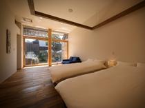【SAKURA02】大正時代に使われていた小学校の古い校舎をリノベーション。天井が高く開放感のある空