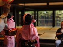 【花笠踊り】ご到着を山形を代表する踊り「花笠踊り」でおもてなし。旅の思い出に、ご一緒に踊りませんか?