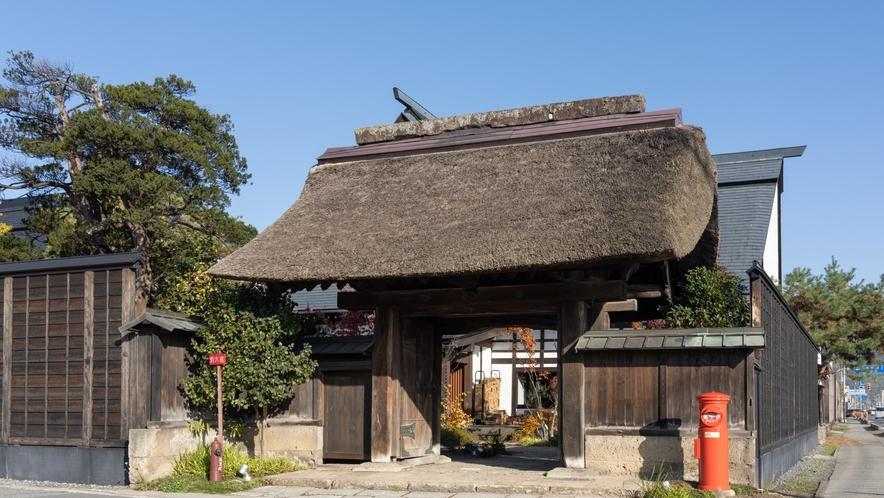 外観/瀧波のシンボル、400年の歴史を持つ薬医門