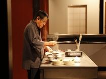 【夕食】一品ごと、出来立ての美味しさを美しい器に盛りつけ、熱々で提供する