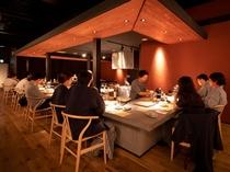 【レストラン/カウンター席】ライブ感とともに、料理長との会話も魅力
