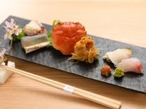 【夕食例】その日一番美味しい素材で、料理長が工夫を凝らした料理が一品ごとに運ばれる