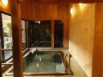 【大浴場/女性内風呂】大きな湯船で手足を存分に伸ばし、客室とはまた違った湯あみを楽しむ