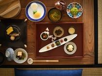 【朝食例】旬の美味しさをご用意。どこか懐かしさを感じる山形の料理を繊細な味付けで