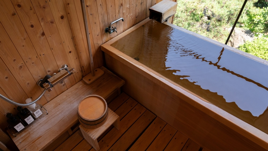 【KURA06】ヒノキの露天風呂