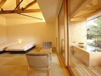 【YAMAGATA06】山形の工芸品などを集め、テラスにはヒノキ製の露天風呂付。小さな庭を愛でながら