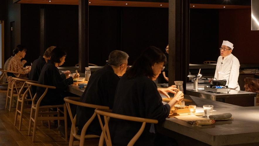 【夕食】ライブ感を楽しむカウンター席