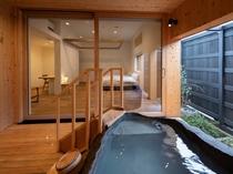 【YAMAGATA01】ひときわ大きい蔵王石をくり抜いたぬいた露天風呂。もったいないほど贅沢な大きさ