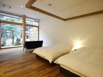 【YAMAGATA02】山形の工芸品などを集めた客室。山形の文化を感じながら心地良い寛ぎを楽しむ