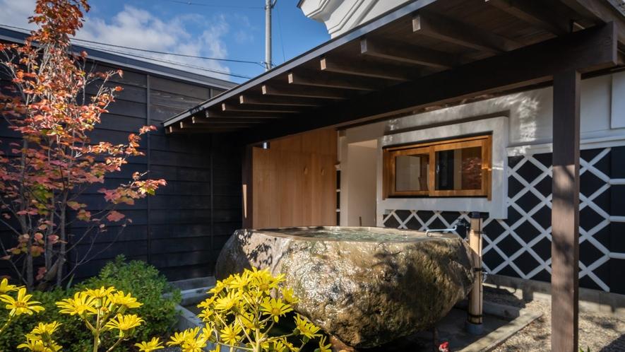 【KURA02】蔵王石の巨石をくり抜いた露天風呂付き