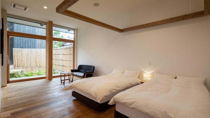 【YAMAGATA03】山形の工芸品などを集めた客室。山形の文化を体感していただける空間でごゆるりと