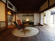 【KURA】KURA客室は7室。大きな座敷蔵の4室(1階は3間続きの特別室)、小さな土蔵にメゾネット