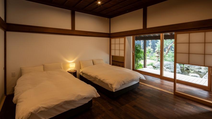 【KURA01】ベッドルーム※エキストラベッドや客室の設いを変更することで最大6名までご利用可能
