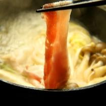 【夕食】鹿児島産黒豚はお鍋でしゃぶしゃぶ♪ヘルシーで女性やご年配の方に好評です!