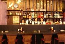 レストランカウンター&スタッフ