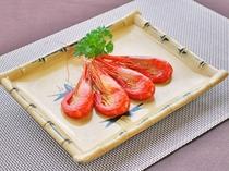 【ご夕食一例】尾岱沼名産の「北海シマエビ」。餌を使わない漁法により、エビ本来の味が堪能できます。