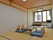 【和室(10畳)トイレなし】広々とした和室でお寛ぎいただけます。