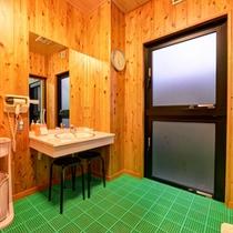 *貸切風呂(たたらの湯)/ゆっくりお支度できる脱衣スペース。