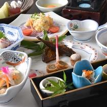 *お夕食一例(4000円コース)/奥出雲の豊かな自然でおもてなしする美味多彩な食事をぜひご堪能下さい。