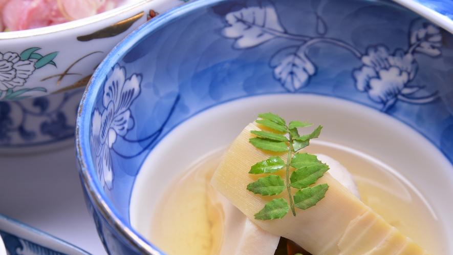 *お夕食一例/旬の恵みをたっぷり味わえる、山里ならではの味わい深い郷土料理に舌鼓。