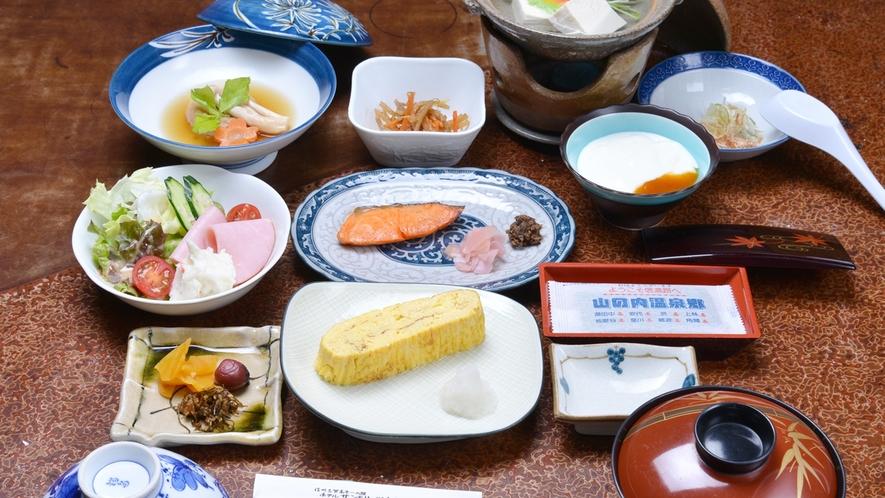 *ご朝食一例/優しい味付けの朝食。土地の滋味を愉しむお料理が、朝の食卓を彩ります。