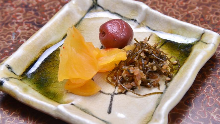 *ご朝食一例/ホカホカの炊き立てご飯によく合う、ちりめんやお漬物。